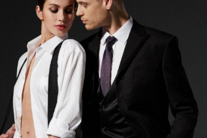 不光光结婚需要礼服,订婚也是需要正装出席的,现如今适合订婚的礼服款式有很多,使人们选择起来眼花缭乱,一件合适的订婚礼服就不可或缺啦!