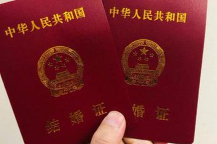 2021年7月结婚吉日其实就是在2021年7月份的合适结婚的吉日。中国人结婚都是会选择良辰吉日的,即便是知道这是迷信的也会翻一翻日历牌找出其中适宜嫁娶的一天。而有些人则是非常重视良辰吉日,会拿上新人的生辰八字找大师咨询。
