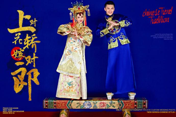成都结婚风俗是指的四川成都地区的年轻人结婚的风俗习惯。成都是首批过年历史文化名城,它承载着三千余年的历史,是古蜀文明的发祥地,是中国的十大古都之一。这样非常有历史文化底蕴的城市自然是有自己的风俗特色,那么成都有哪些婚俗讲究呢?