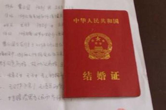 国外结婚证公证是指的在国外的年轻人结婚的结婚证进行公证。随着国内经济的大幅度提升,有更多的人有能力去国外留学,在接受西方国家的风化熏陶之后都会更加倾向于西方结婚仪式,因此在国外结婚的人数越来越多。那么国外的结婚证在中国具有法律效力吗?国外结婚证公证怎么样办理呢?
