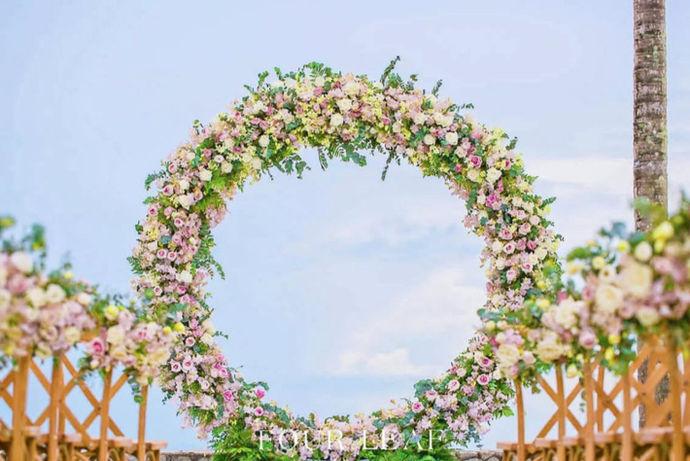 普吉岛海外婚礼是当今海外婚礼比较盛行的一种,很多新人通过前期的考察和后期的详细准备,将婚礼选择在普吉岛进行。作为海外婚礼的一种,普吉岛深受欢迎的原因不仅仅是天然的自然风光,还有特色的婚礼习俗惹人注目。