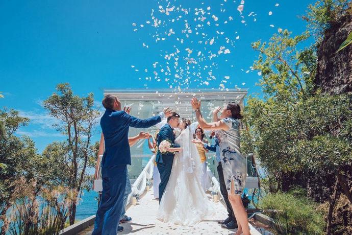 海外婚礼价格是指中国人到国外举办婚礼时的价格。由于各个国家、地方的经济发展水平不同、消费水平不同等,再加文化、风俗习惯等不同,从而造成各种各样的海外婚礼价格,当然这样的价格都是有市场的,有一定合理性。