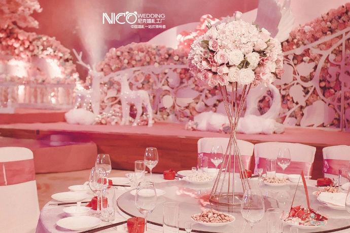 婚宴是为答谢宾客而准备的宴席,婚宴预订则是从预算、实地考察、酒席菜单、签订合同等多方面提前准备。攻略指未达成某件事的方法和指南。婚宴预订攻略,是为了婚宴如期顺利举行而做出的准备工作。