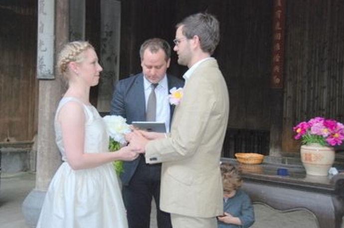 牧师婚礼誓词,就是在整个的婚礼现场,当一对新人携手,走进婚姻的礼堂,这是最激动人心的,也是最重要的时刻,这时牧师会通过提问的方式,让一对新人在耶稣基督面前,在牧师面前,以及在双方父母面前,包括亲朋好友面前发誓要对婚姻忠诚。下面这几个范文,就做了更好的解释,你可以更全面了解了解。