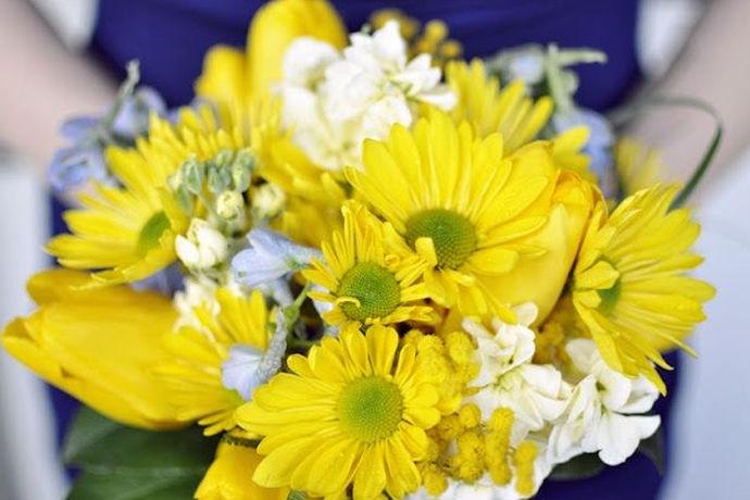 秋冬季流行婚礼色调是在秋冬季节结婚时现场的主色调,我们知道不同的颜色带给人的心情是不同的。决定婚礼现场的色调可是整个婚礼设计的第一步,随着色彩的决定,到主题的切入,很多细碎的创意会整合出一个完美的婚礼。挑对了婚礼的主打色,会让你的爱情在这个丝凉的秋冬季华丽绽放。