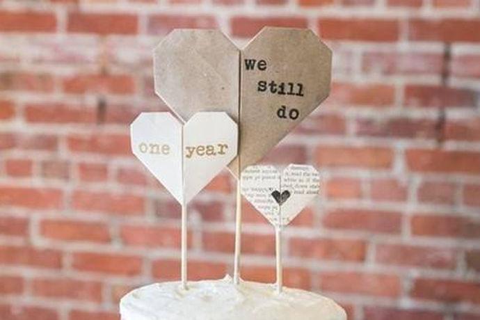 结婚纪念日歌曲就是适合在结婚纪念日这一天播放的歌曲,曲风以温柔甜蜜为主,曲种没有特殊限制,使用环境根据夫妻二人的具体情况来决定。