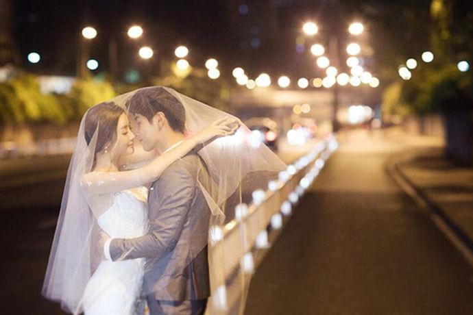 婚纱照有着与众不同的意义,所以一定是要重视起来的,好看的婚纱照对于夫妻双方来说都是一个非常美好的回忆。把握好订婚纱照注意事项大全,这样就可以让婚纱照的拍摄变得更加地顺利一些,而且也可以做出更为合理的安排。