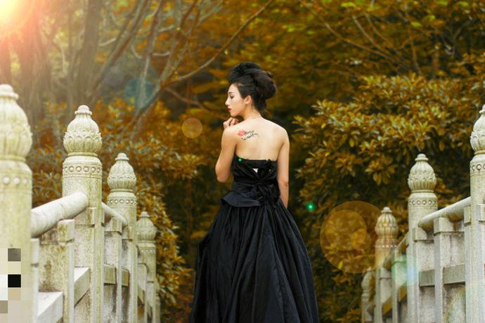 所谓婚纱洗涤说明,是指在结婚的婚礼上,新娘穿的婚纱弄脏了,所以婚纱在新娘穿着参加婚礼时,都会弄脏婚纱,因婚纱是拖地的长裙式衣物,而制作婚纱的技术、工艺、材质等不同于普通衣服,所以婚纱在穿脏后,一定要用适合于婚纱的洗涤方法,这样的婚纱洗涤方法一般通过文字形式的婚纱洗涤说明进行。