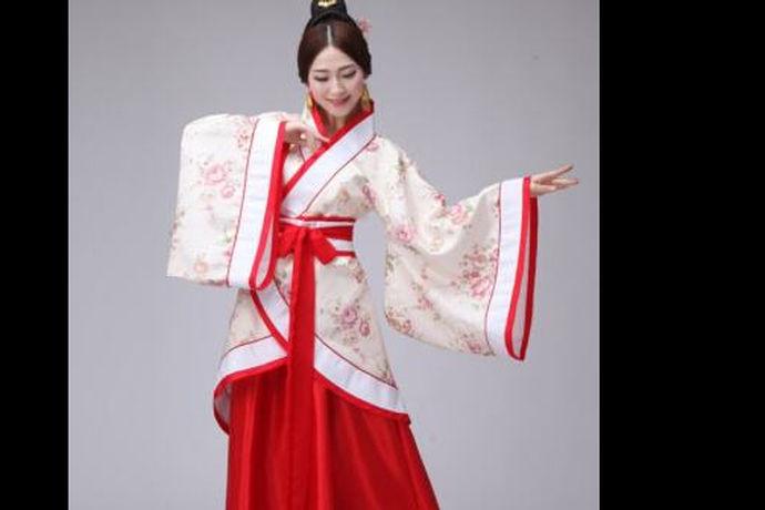 中式婚礼汉服关于婚礼的构想,很多人都没离开过复古这两个字吧,所以中式汉服也是被很多人去选择的,近年来中式婚礼也慢慢的被很多年轻人青睐了,中式婚礼汉服展现的不止有华美的服饰,更有传统文化的魅力与底蕴。那么怎么才能让自己的婚礼更加完美的完成呢不留遗憾,这里有些小细节极其需要我们去注意呢?