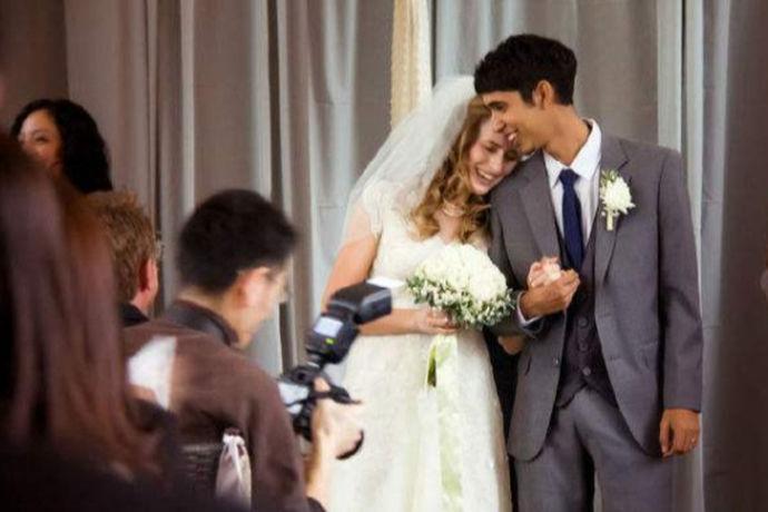 两个互不相关的人走入婚姻殿堂是前世修来的福分,对于父母来说,尤其是女方的父母更是万分不舍。在婚礼现场父亲的致辞尤为重要,一方面是要照顾到全场人的心情,另一方面要表达出对女儿的不舍,所以致辞要深刻更要得体。