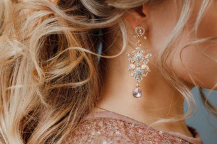 新娘在介乎你当天是最美丽的,耳环自然也为新娘的美丽做足了功课,那么婚礼上什么样的耳环才能够给人一种耳目一新的感觉呢?今天我们就来为大家介绍一下新娘耳环十大品牌。