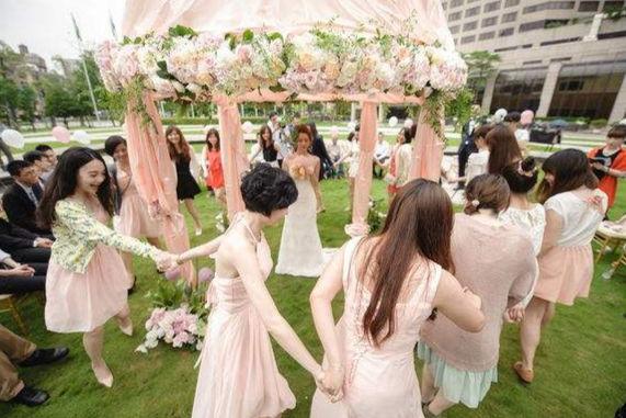 春季婚礼主持词