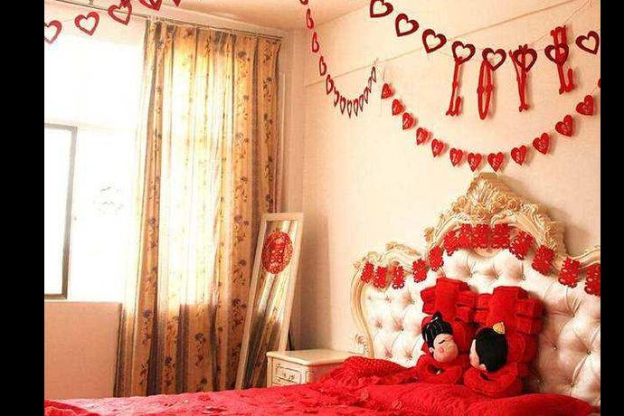 女方婚房布置图片是指的由女方来布置婚房布置的效果图是怎样的。每一个女人都是希望自己的婚房是只属于两个人的浪漫之地,所以都会非常花心思的去设计和布置,会别出心裁的去思考,力求打造出来独一无二的完美的婚房布置效果。