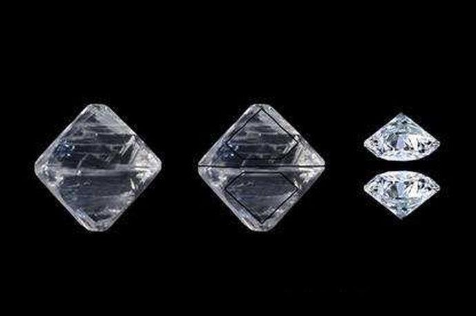 钻石ex切工,很多购买过钻石项链的人,往往在购买的说明书上,就标注于钻石ex切工,但很多人不明白这是什么意思,其实它代表着一种切工的高技术,很多钻石当中,也只有3%左右的能称得上钻石ex切工。在购买钻石项链时,如果你的钻石项链说明书上标注于这样的一个标志,恭喜你,你的钻石绝对是上乘的。如果你想了解更详细,就来一起看看下面内容。
