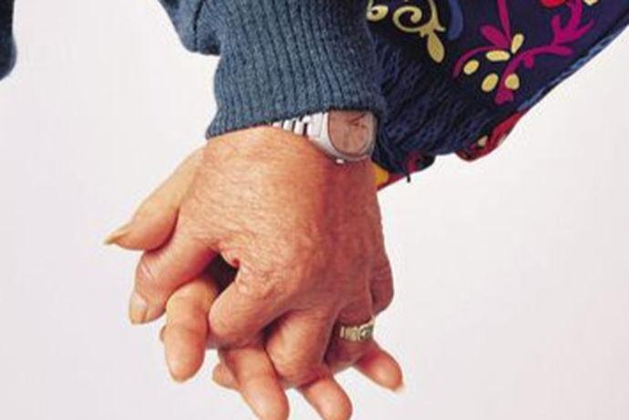 当长辈的爱情减退了热度,不是那么光鲜,亲情温情大于激情,平淡也可谓美好的时候,真的是坚真不渝的爱情。你浓我浓,你中有我,我中有你,为了对方着想的日子,回望着前半生,共同打拼两个人美好的未来,共同建造爱的家庭,双方都为对方付出了很多,也值得我们这一代年轻人学习。长辈结婚纪念日祝福语没有那么多的光鲜亮丽的词汇,但有的是整个前半生的美好回忆。给子女们做出的榜样,家训,培养出新的接班人。