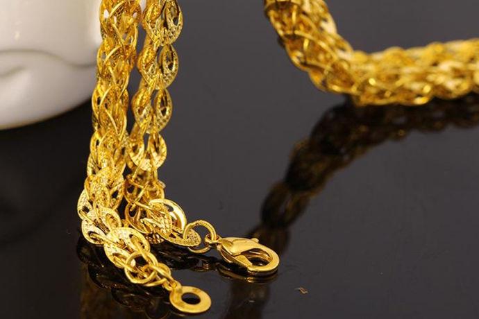 k指的是黄金的纯度,然而纯度指的又是色彩的鲜艳度。国家对于这种稀缺的贵金属资源是非常的重视的,因此还制定了很多相关的法律法规等等,依此看来规范市场。24k金纯度很高,所以价格也很贵,但是很多人会认为黄金饰品与黄金原材料的价格是差不多的,那么究竟24k金项链多少钱一克呢?
