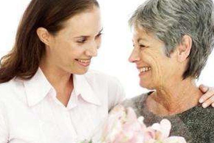 """婆媳关系又被称为""""21世纪最复杂关系""""之一,是令很多人头疼的一种问题。经受过婆媳矛盾的都有一个疑问:为什么最亲密的关系却争吵的最狠?其实,婆媳相处除了辈分,更要包容,这才是和平共处的基础。婆婆身为老人,是要孝顺的对象;而媳妇作为晚辈,也是需要关爱和关心的。"""