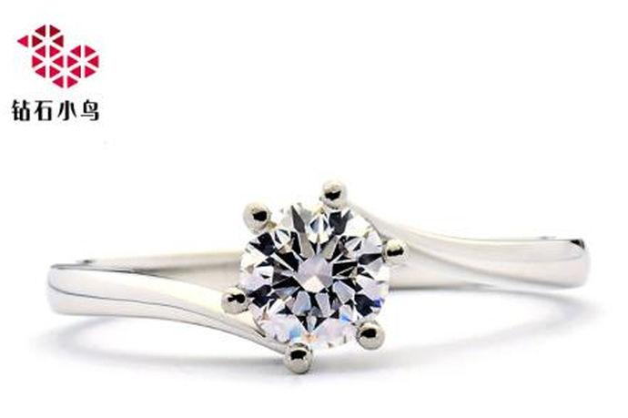 钻石小鸟Zbird的钻石品质,对于有意购买钻石小鸟的消费者来说是最关注的问题,作为仅仅创立十余年的珠宝品牌,它也是国内珠宝行业一颗熠熠生辉的新星。由于新颖独特的钻石首饰设计,使它深受很多年轻人的喜爱。