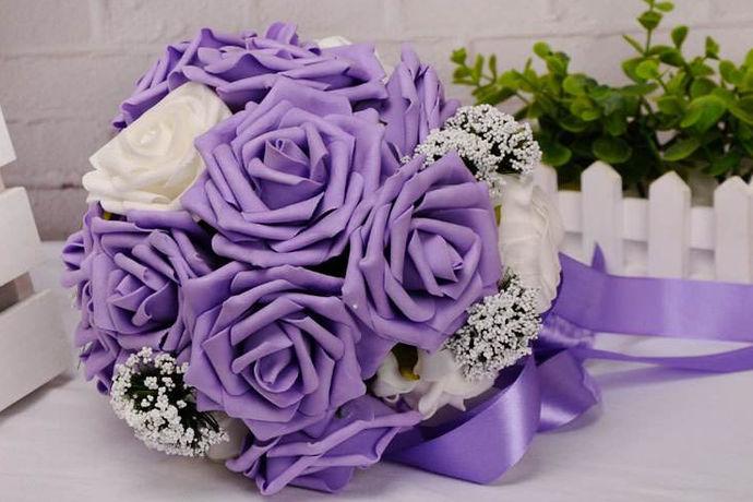 婚礼的捧花是结婚必不可少的,选择一个好的手捧花不仅能衬托出新娘的美丽,还能在婚礼结束的时候将手捧花抛给幸运的人传递幸福感并给大家烘托欢快气氛。