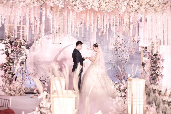 婚宴用品大全里涉及了婚宴需要必备的所有东西,这些东西在婚宴当中都起到了非常重要的作用,所以在准备婚宴的时候,不懂的新人可以参考婚宴用品大全,这样就可以减少在在布置婚宴时所发生的错误了,而且还能节省非常多的时间,小编认为这是一个非常好的选择。