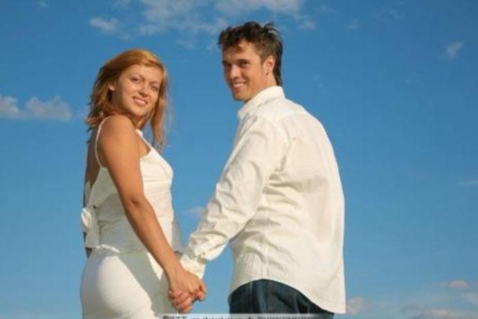 结婚三周年是什么婚,是指,两个人结婚第三年是什么性质的婚姻?其实哪一年是什么婚,是从国外流传进来的,从结婚第一年算起,到彼此生活在现在,掐指一算,两人已经一起走了三个年头了,而结婚三周年单单是指婚后的三周年,一般情况下是不算恋爱时间的。