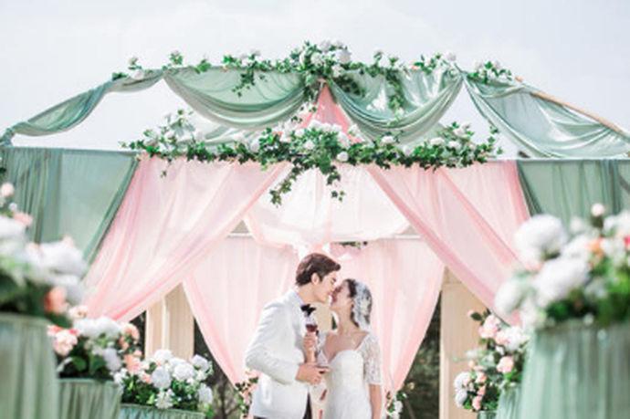 结婚是一段感情修成正果的最好归宿,在这美好特别的日子里,给新人送上有创意的新婚祝福语,会让新人永远记住这样一段美好的祝福!身边的亲朋好友结婚,你想送上有创意的新婚祝福语吗?