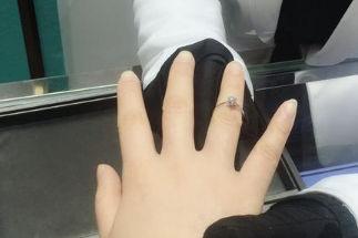 订婚戒指戴哪个手指比较好?
