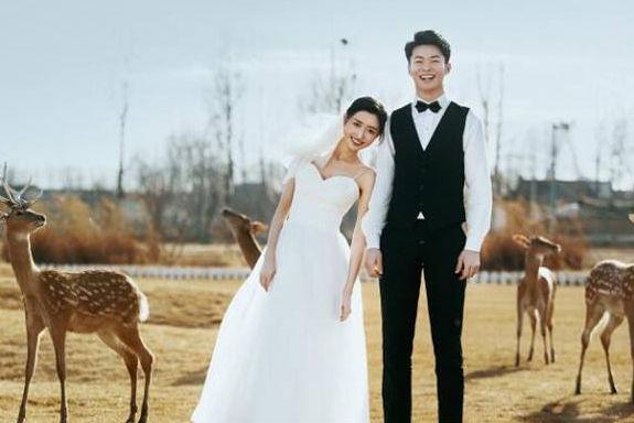 简洁朋友圈宣布结婚