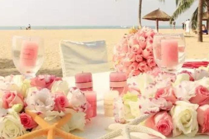 在新郎新娘登场过程中、在主持人念结婚宣言、在宾客吃饭期间、在整个结婚过程中,结婚的歌曲都扮演中一个重要的角色。一般来说,恰当而又合适的婚礼歌曲从很大程度上能增添结婚浪漫的气氛。那么让我们来看看关于结婚的歌曲都有哪些?