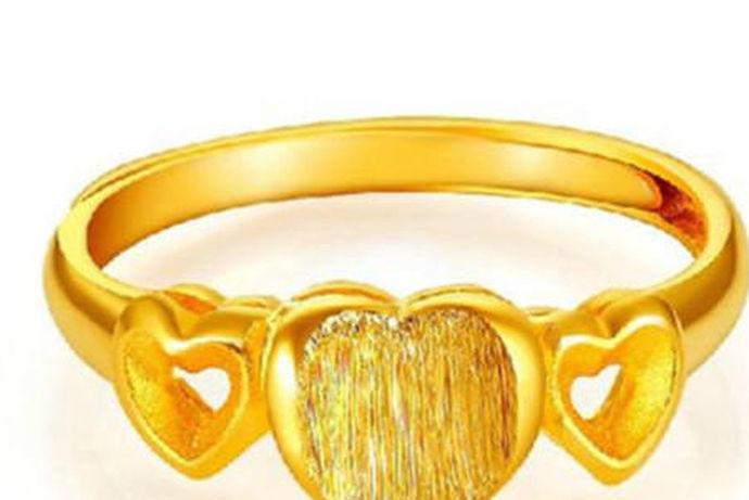 """千足金:含金量千分数不小于999的称为千足金,是首饰成色命名中最高值。印记为千足金、999金、gold999或g999。 足金:含金量千分数不小于990的称足金。印记为""""足金""""、""""990金""""、""""gold990""""或""""g990""""。"""