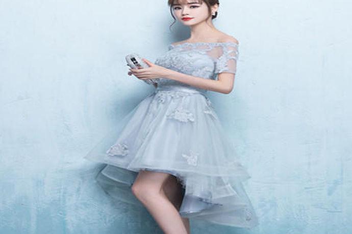婚纱为白色,而秀禾服则金、银、红都有,中式礼服的颜色多种多样,那么对于婚宴上的结婚敬酒服一定要红色吗?