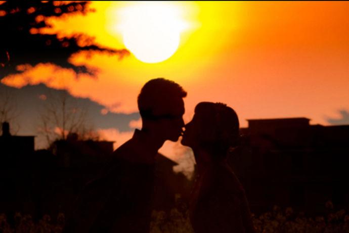 婚姻是一种相对幸福甜蜜的事情。让我们去一个城市度蜜月,享受你们两个在这个世界上的甜蜜时光。那么我们中国有这么多的旅游景点,哪些地方适合度蜜月呢?