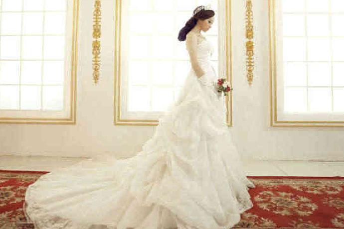 婚纱对女性来说是一件非常重要的婚纱,但是这种婚纱一样的婚纱可以在婚礼上穿一次,太浪费买了,很多人还是选择租婚纱。让我们来了解一下今天租婚纱的价格吧!