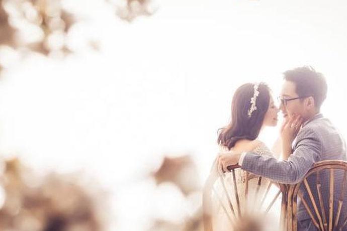 随着人们的精神需求的增长,人们拍婚纱照也不仅仅限于在婚纱馆里面拍摄,也有很多人去其他好看的景色的地方去拍摄外景。一般来说,外景肯定比婚纱馆里面拍摄婚纱贵很多,那么你知道拍婚纱需要多少钱吗?那让我们一起来看看拍婚纱到底需要多少钱吧!