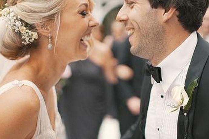婚姻是神所设定的,美好的婚姻是神所赐予的。结婚祝福语是指在结婚时对结婚人祝福的话语,具体是指对结婚双方的祝福和祈愿(如:早生贵子、白头偕老、百年好合等)。小编收集了祝结婚的句子一起来看一下。