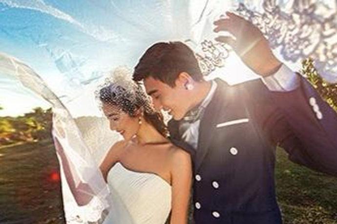海南是一个非常适合休闲度假的地方,很多人也认为海南的风景漂亮,非常适合拍摄婚纱照。这导致了有很多人想去海南拍摄婚纱照,但是去海南拍婚纱照多少钱?相信对去海南拍摄婚纱照的新人们来说是一个非常有吸引力的话题。