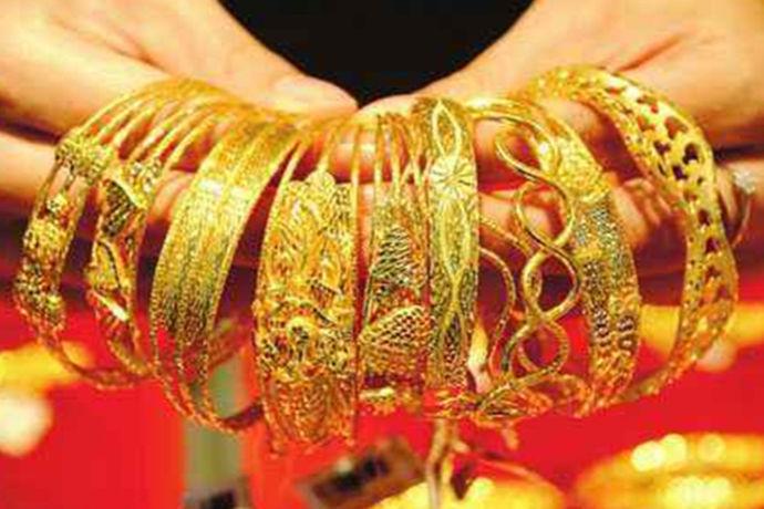 """近年来,黄金首饰市场上出现了千足金黄金首饰,深受消费者欢迎。同时出现了更多的""""万足金"""",那么这两种不同的黄金有什么区别呢?哪一个更好?下面是一个中国婚博会小编给大家带来了千足金和万足金的差价和区别的资料信息。"""