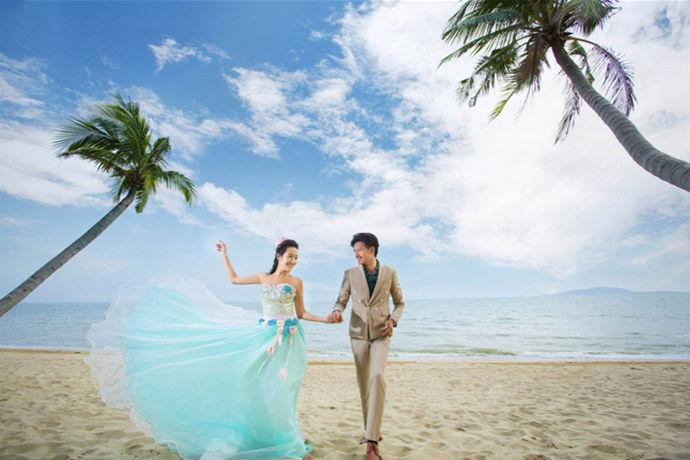 婚纱照是结婚的重要组成部分,每一对新人都希望自己能有一套留得住美丽爱情的婚纱照。婚纱照的拍摄水平往往参差不齐,新人们在准备拍婚纱照的时候,一定要问清楚拍结婚照多少钱?中国婚博会小编做了简单的分析,希望能给新人带来帮助。