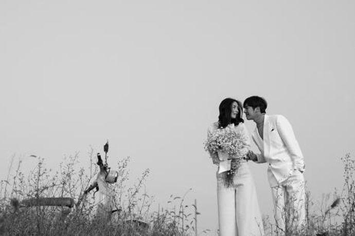 拍婚纱照对于新郎新娘来说肯定是有意义有纪念的事情,无论如何在人生最美最幸福的年华里做一次最浪漫的事情,而且结婚照还能成为与爱人在以后能够一起回忆的纪念品,所以拍好婚纱照很关键。说起西安,我特别喜欢,因为西安这个城市,是我国的国家历史文化名城,很多人拍婚纱照都会选择去西安拍摄,那里拍摄的效果比较好。那么,如果去西安拍婚纱照哪里好呢?
