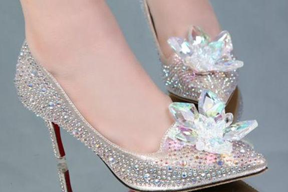 伴娘服配什么鞋子