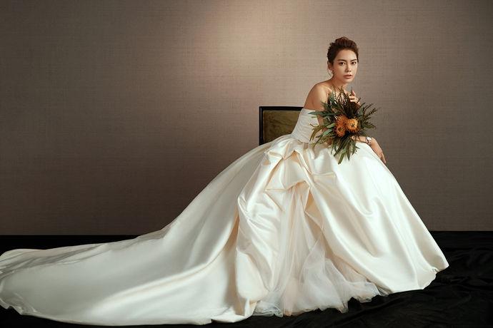 结婚中的重要步骤,领取结婚证。没有领取结婚证,就不被承认是法律上的夫妻关系。既然结婚证那么重要,那是不是这个证书就很贵呢。那就让我来告诉你结婚证要多少钱吧!