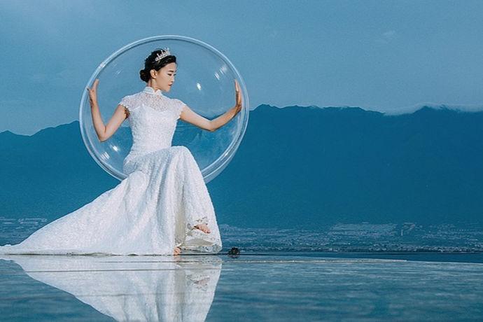 水下婚纱照是近年来最流行的婚纱摄影样式之一。水下婚礼摄影不仅是一种美丽而浪漫的摄影,而且是一种非常特殊的体验。那么,在水下婚礼摄影中,哪一种更好呢?下面推荐几个在水下摄影的家这是一家很有信誉的水下婚纱摄影工作室,给朋友们拍水下婚纱照可以参考!