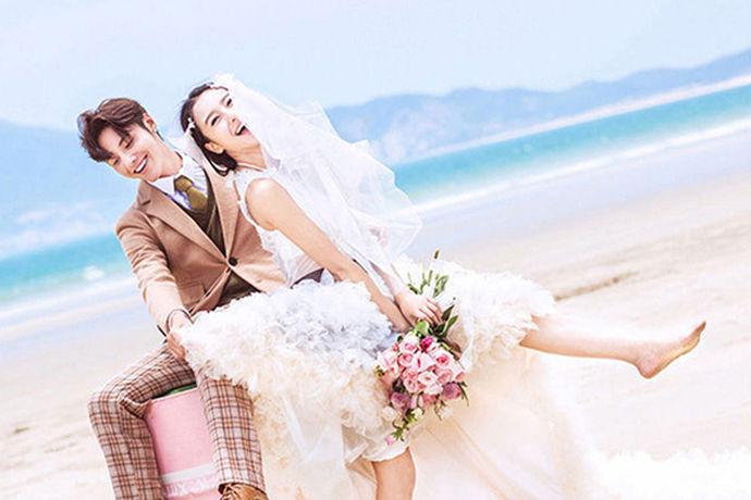 中国自古以来就是一个礼仪之邦。我国有很多文化,在婚礼这一部分,就有很多值得我们注意的,那么,在嫁女儿的时候,我们需要邀请很多亲朋好友,那么今天我们来了解一下嫁女请柬的写法。