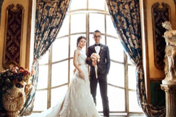 现如今,新人们的每一张婚纱照都充满了爱情的力量。所以,现在大多数的新人都会在朋友圈里晒自己婚纱照的完美句子,那么,婚纱照片怎么写说说勒?其实每一组婚纱照都有着不不同意义非凡的。