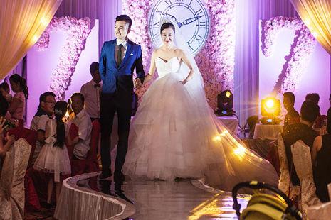 结婚当天穿几套衣服