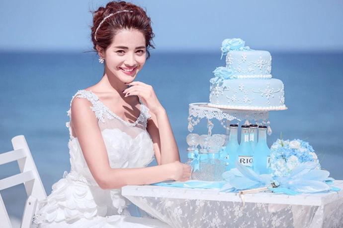 三亚是中国较为出名的旅游胜地,也是现在大家都比较喜欢的婚纱拍摄场地之一,因为这里真的很美,蓝天白云,随意的取景都会像大片一样。也因此,婚纱摄影行业在三亚像雨后春笋一样,一下子多了起来,自然就会受到人们的比较,那么在三亚,婚纱摄影排名哪家好?