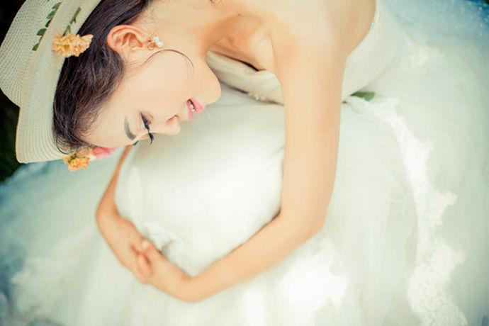 婚纱摄影以专业从事影视行业的连锁经营逐渐发展着,历经了多年耕耘,步履逐渐扎实,稳健地发展。婚纱摄影透过了镜头,将个性而又独特的婚纱照展现给新人,让新人一看见婚纱照就能想起那种难忘的瞬间。那么大家熟知的昆明婚纱摄影哪个好呢?那么我们来好好看看!
