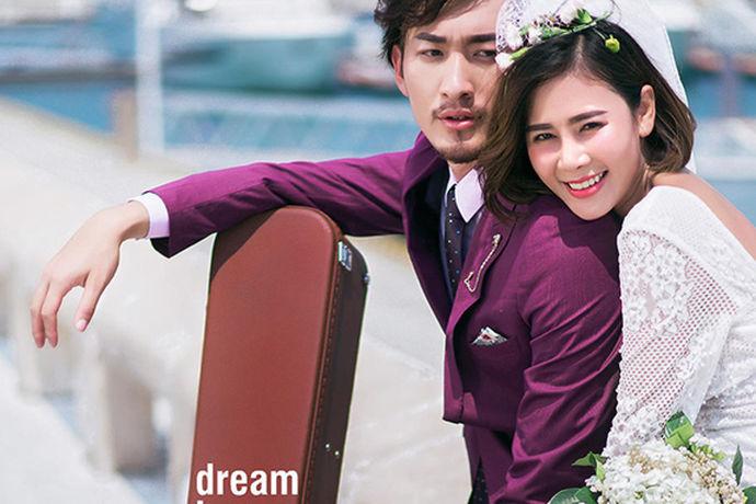 1992年,中国大陆开始出现婚纱摄影,1994年陆续出现了大量婚纱摄影店。到2007年,10多年的时间内,婚纱摄影行业发展迅速。它已经成为婚姻的必需品,奢侈品,类似于早期婚姻的三个主要部分。婚纱摄影的一些品牌也很有艺术性、时尚性和气势。婚纱摄影有哪个?一起看看吧。