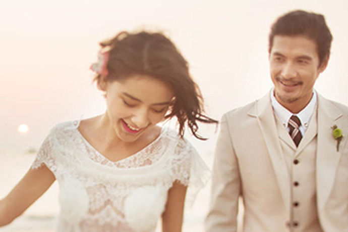 现在很多年轻人结婚都会在自己的婚房放着自己的婚纱照,婚纱照承载了新娘和新郎幸福甜蜜的瞬间,拍完婚纱照,该选择相片的尺寸,很多人不清楚自己婚纱照的具体尺寸应该有多大,有的婚纱照有36寸之大,那么36寸婚纱照多大呢?