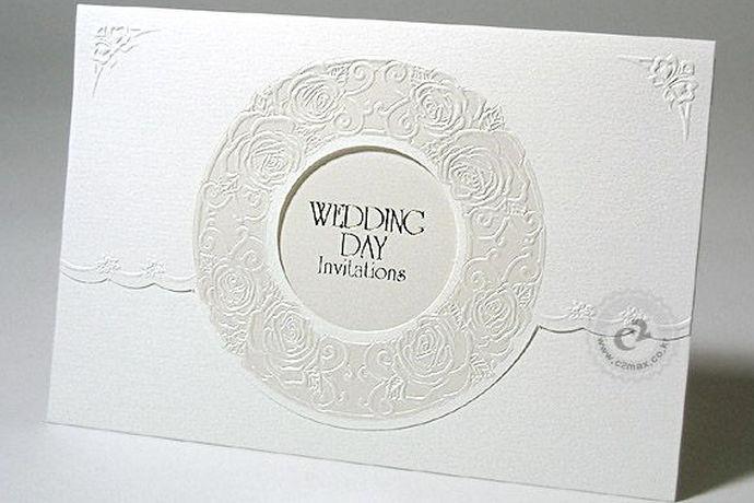 婚礼邀请是我国婚礼当中的的一项传统习俗,当一对新人举行婚礼时,他们通常会向亲朋好友发送请柬。那么结婚喜帖的内容怎么填写呢?下面是中国婚博会小编给大家介绍一下,并且给大家一些结婚喜帖的例子,供大家参考。